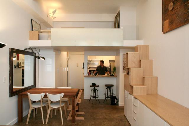 decoracao kitnet casal: uma escada que dá acesso ao quarto de casal lá em cima da cozinha