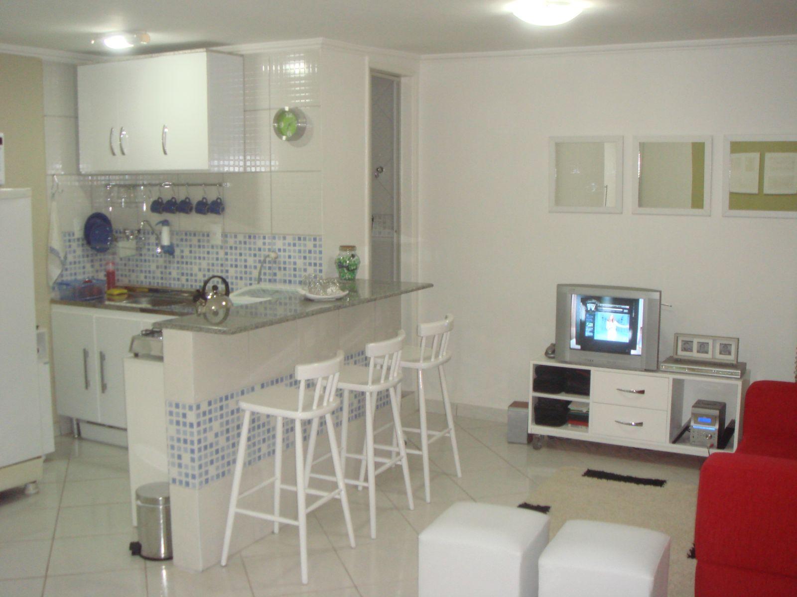 #7C1B1C  do Blog. Antes e Depois da Decoração. Blog Achados de Decoração 1600x1200 px Projeto De Cozinha Com Sala Pequena #2847 imagens