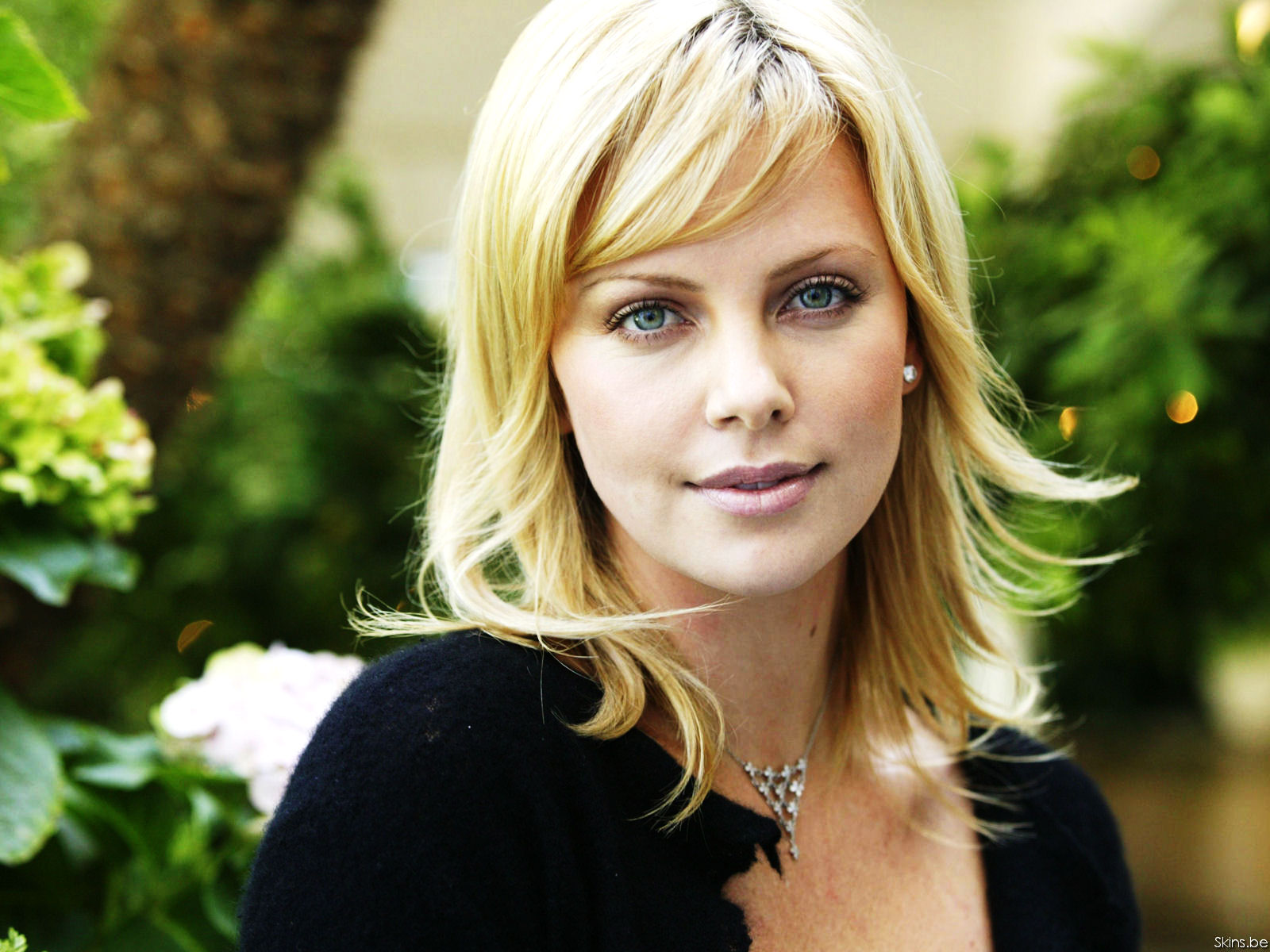 charlize therontut1after : Photoshop Quickie Part 3 : Smooth Skin Galore!