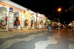 Passarela do álcool - Rua Portugal à noite