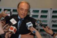Carlos Heller con la prensa