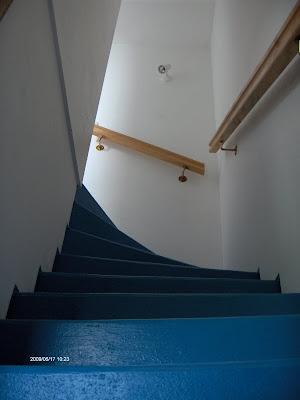 Travaux ch que emploi service cage d 39 escalier tapisser for Tapisser cage d escalier