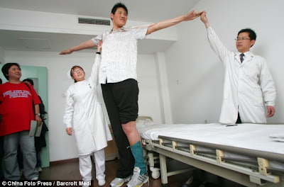 Zhao Liang - the world's tallest man