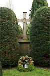 Kreuz Denkmal Kranz