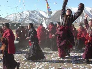 Tibetans raise their flag