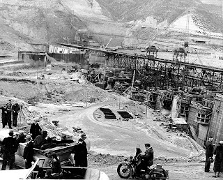 coulee dam men Grand coulee dam lyrics: well, the world has seven wonders that the trav'lers  always tell  men have fought the pounding waters and met a watery grave.
