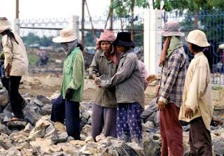 http://3.bp.blogspot.com/_amdDgoU3y9k/TIv3MR-gOuI/AAAAAAAAAKQ/VN95reM06Cw/s1600/cambodia+women.jpg