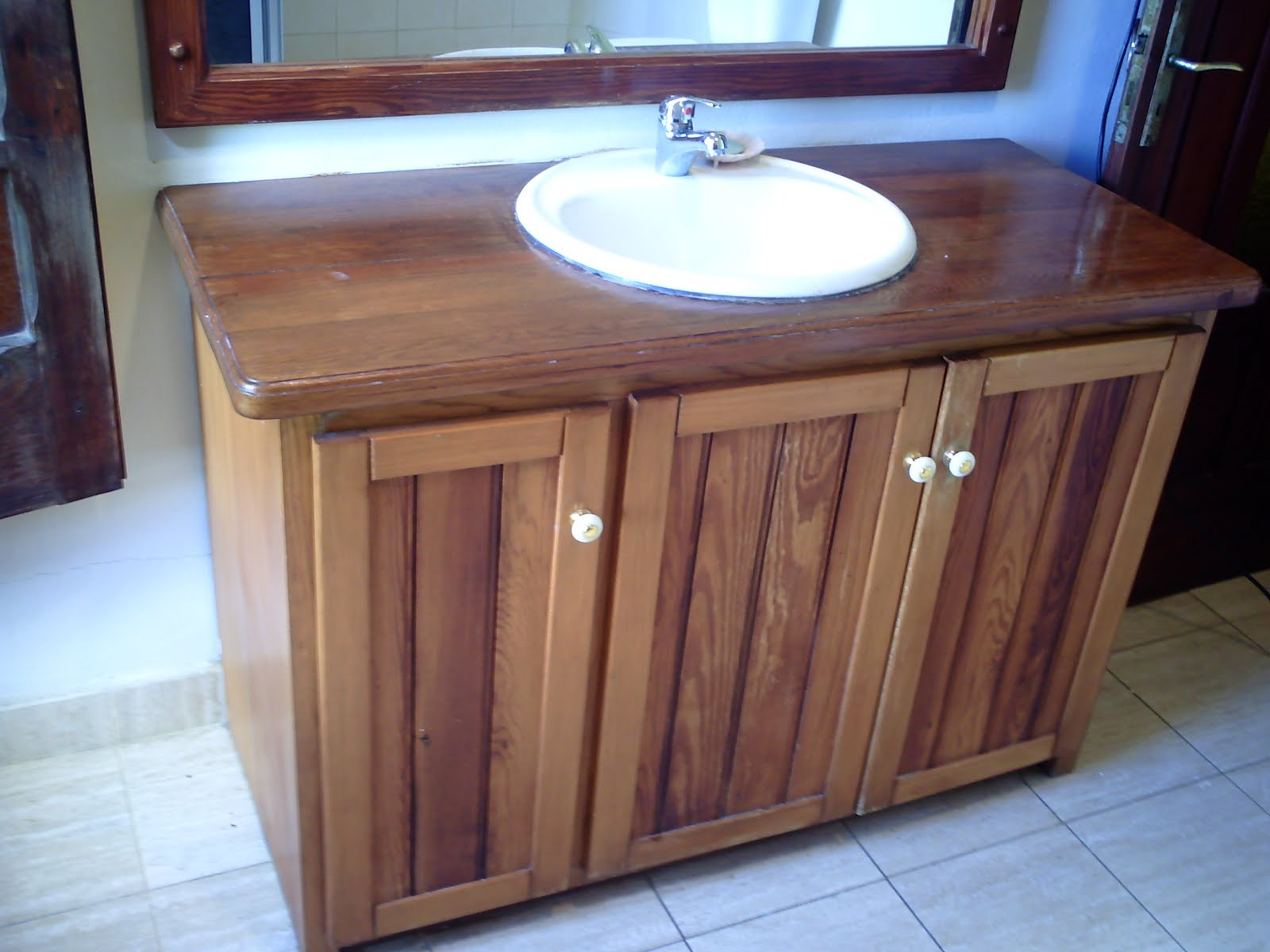 Carpintero interior exterior ba os muebles con espejo for Muebles bano montevideo