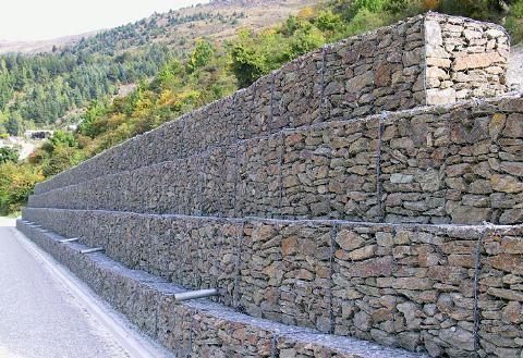 Gaviones y rastrillos for Gaviones de piedra