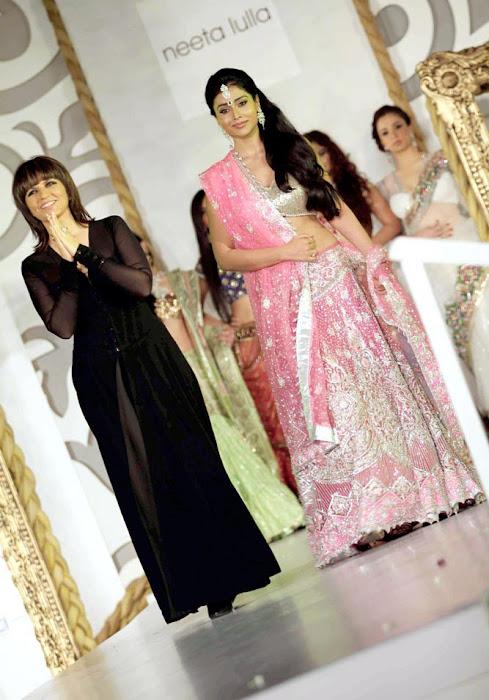 shriya saran on rfor bridal fashion week hot images