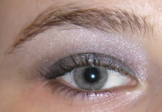 Gray eyes can lean towards blue or green and so the colors mentioned ...