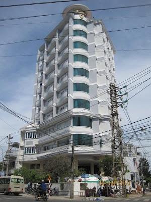 Khách sạn Việt Thiên, 80  Lê Đại Hành, Nha Trang. ĐT: 0903.003004 (Nằm góc phố Lê Đại Hành, Nguyễn Thị Minh Khai)