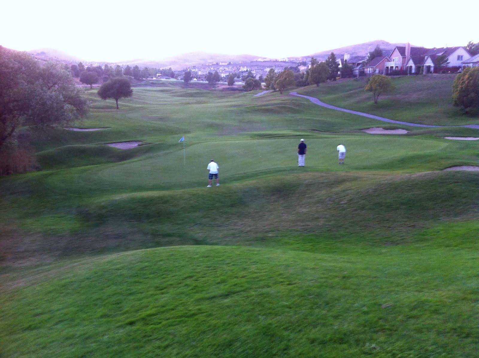 http://3.bp.blogspot.com/_av_FfdJzfTo/TFc9w0C2doI/AAAAAAAAAeI/fPiPeiH1dNQ/s1600/Matt_Golf2.jpg