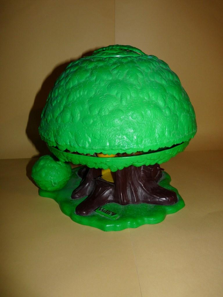 En broc la famille klorofil et l 39 arbre magique vullierme for Arbre maison jouet