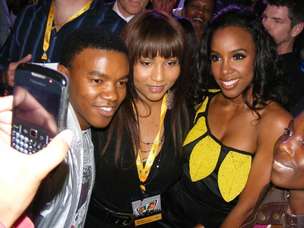 http://3.bp.blogspot.com/_ax5NnXIyz4g/S86_LyaPhBI/AAAAAAAAAOo/SfrvpAs-Ti0/s1600/loyisokelly.jpg