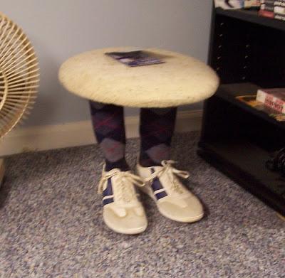funny furnitures curious14 - �ok �lgin� Masa Sehpa Tasar�mlar�