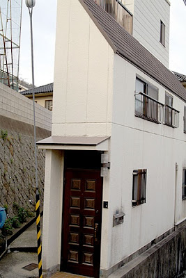 Narrow house designs in Japan | Curious, Funny Photos / Pictures on houses in tokyo japan, narrow house interior design, small apartment building in japan, micro houses in japan, tall skinny building in japan,