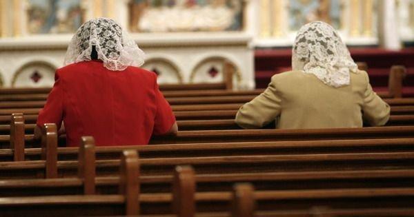 Resultado de imagem para rezando véu igreja