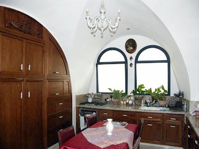 מטבח בבית עתיק משופץ בירושלים