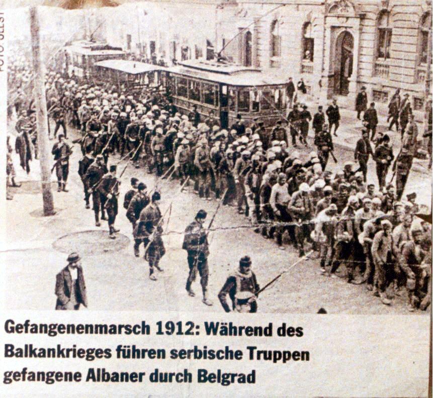 Trupat Serbe duke internuar shqiptaret ne burgjet e Beogradit 1912