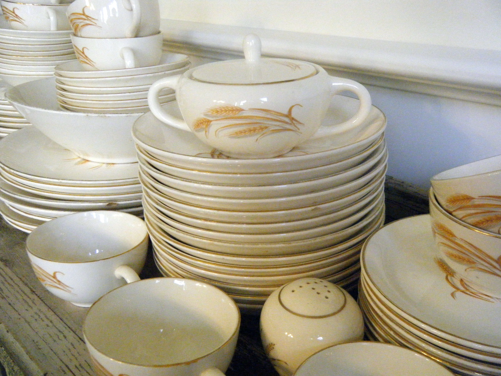 Collection Reflections: Supermarket dinnerware