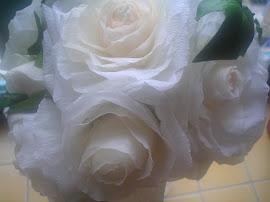 Hier kan je ook mijn papieren rozen bestellen. Wil je witte rozen? Ik maak ze voor je.