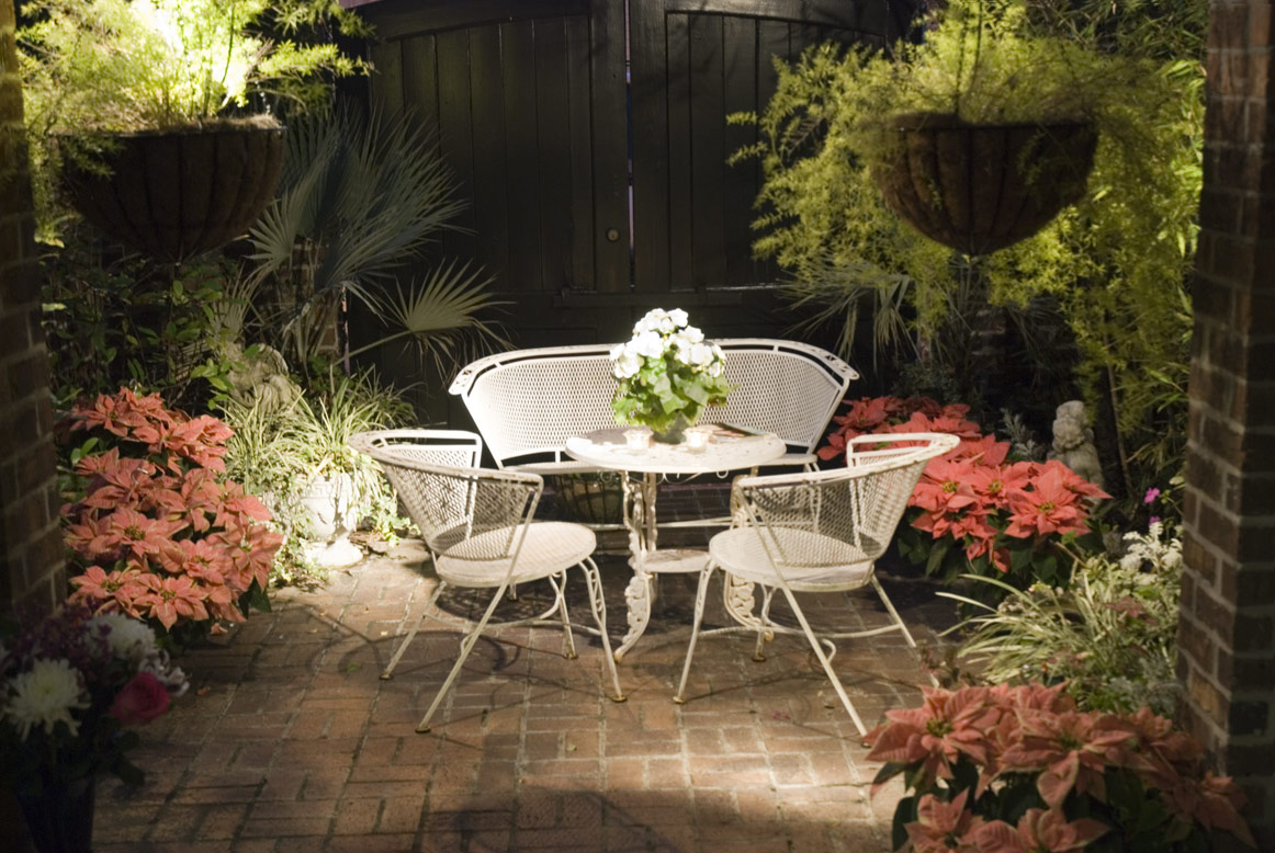 The small patio april 2010 Outdoor patio ideas for small spaces