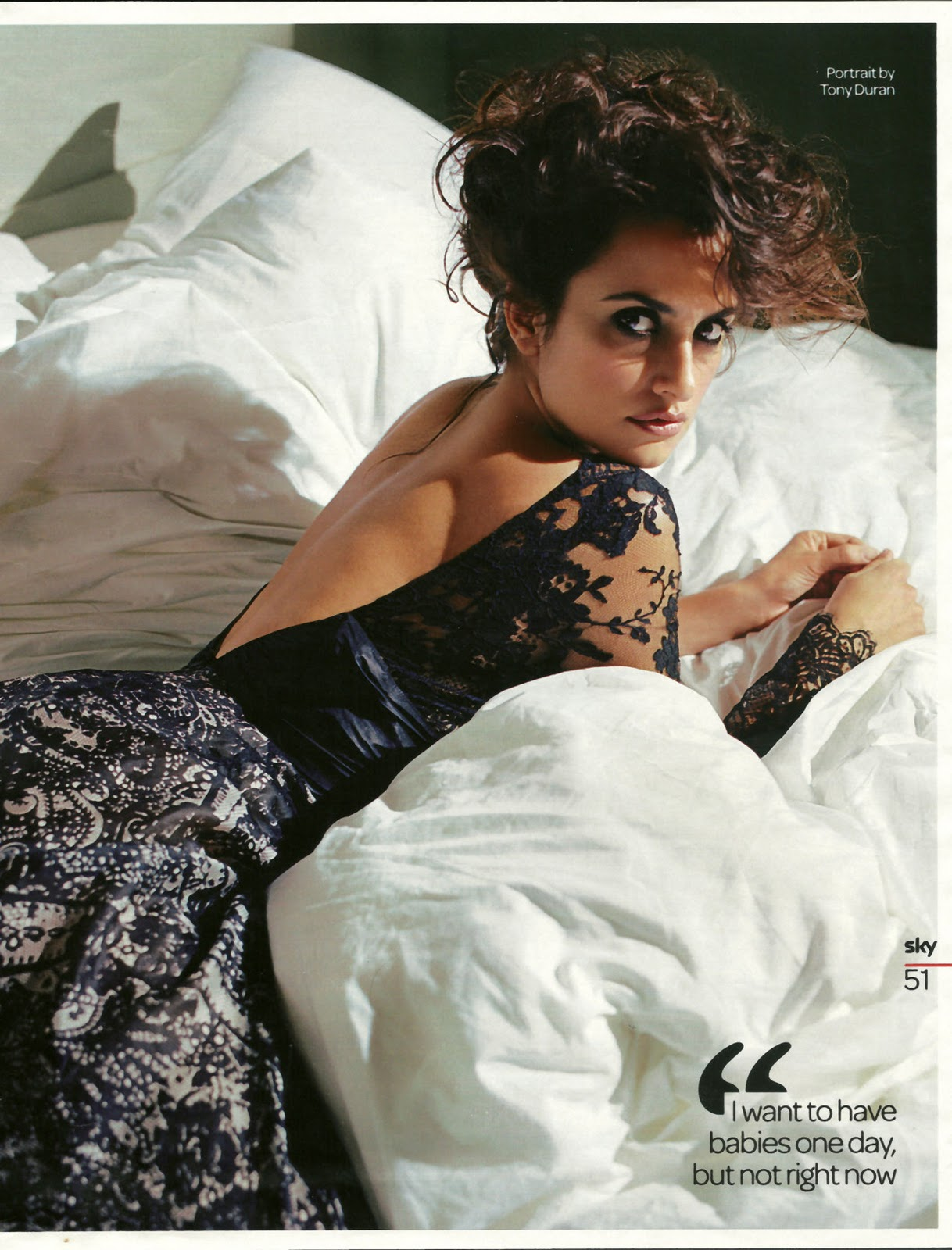 http://3.bp.blogspot.com/_b6PGg1UK9eI/TUqOF4YhH3I/AAAAAAAAAEQ/KuMVI-qm3LM/s1600/Penelope-Cruz-on-her-belly.jpg