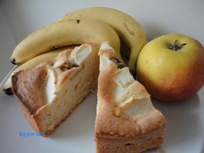 Puszyste ciasto z jabłkiem i bananem