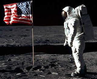hombre en la luna montaje