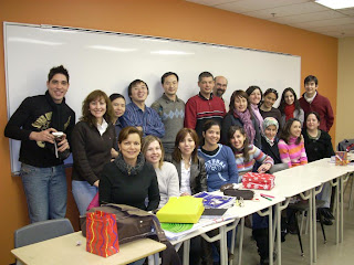Moni en el aula con compañeros