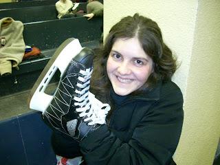 Romi y sus patines... hay rumores que los cambiaron por una máquina de hacer pan