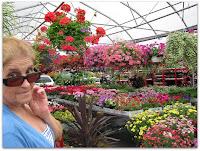 Mamá en el mercado de flores de Atwater