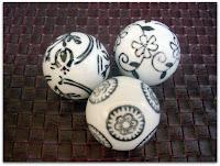Esferas de cerámica con motivos de las estaciones