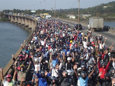 Foto manifestação de motociclistas