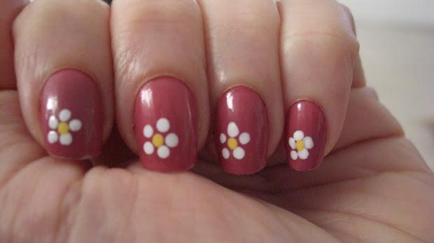 polish molish daisy nail art