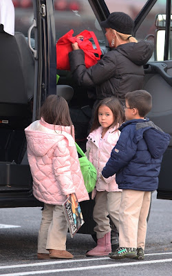 Kate Gosselin - A School Bus Busy Photos