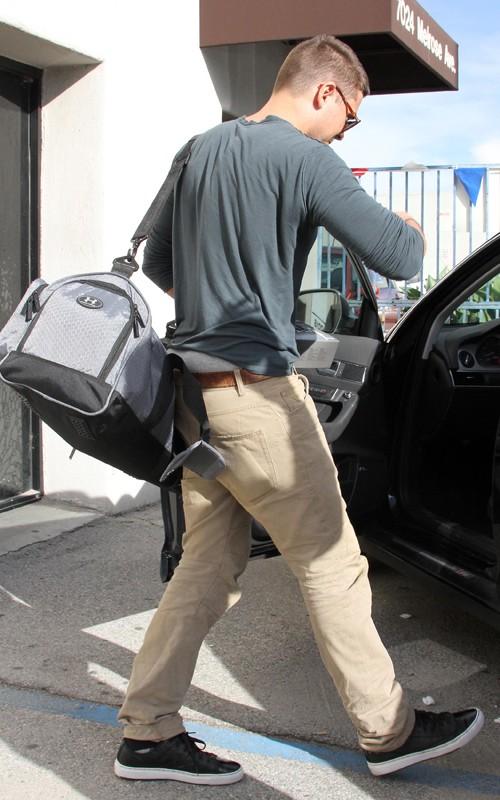 zac efron and vanessa hudgens house. Zac Efron leaving Vanessa