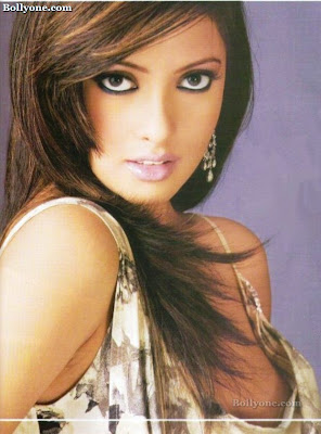 Bollywood Actresses Riya Sen Unseen photos