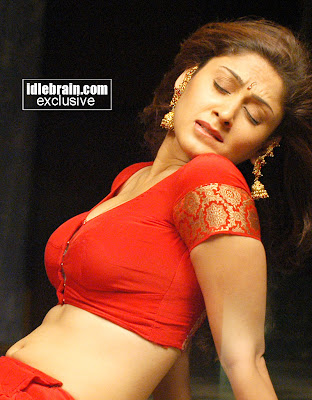 Manjari Fadnis hot in white Dress 3
