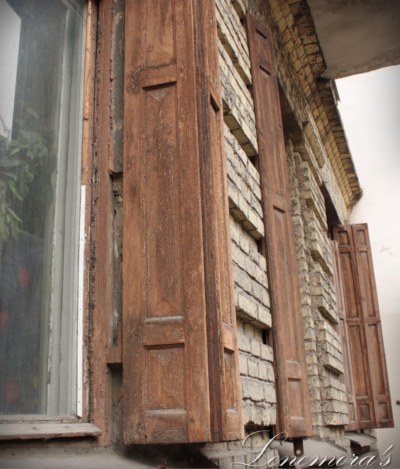Lenemoras verden: rustikk arkitektur