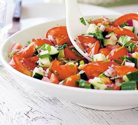how to cut tomatoes for greek salad