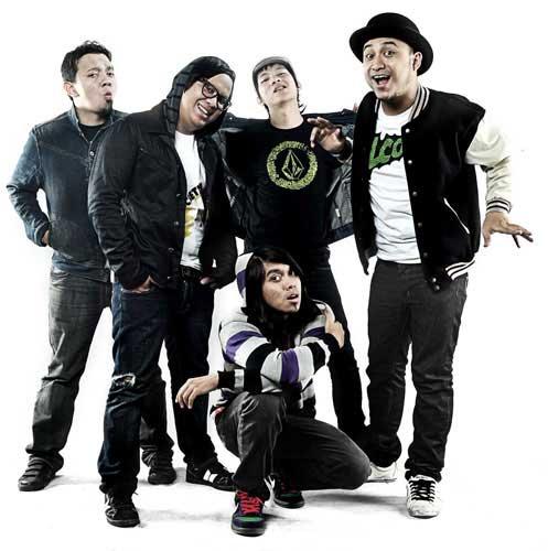 Chord Lirik Ungu Setengah Gila: Lirik Lagu: Rocket Rockers-ingin Hilang Ingatan