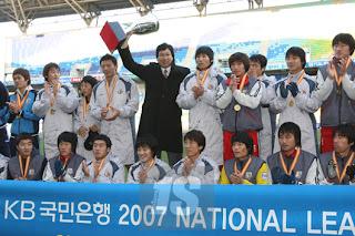 Ulsan celebrate their 'triumph' - image courtesy of Ilgan Sports