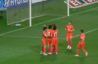 Korean players congratulate Park Chu-young on his penalty