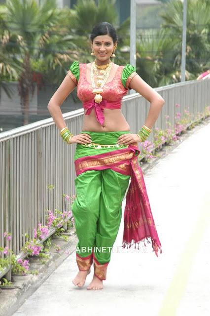 http://3.bp.blogspot.com/_bIK8ugMI-WY/SIYWg9sTcnI/AAAAAAAAEB8/fPI4FoqST_U/s1600/Sayali_Bhagat_19.jpg