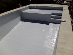 Pileta con solario humedo de 2 por 4 mts