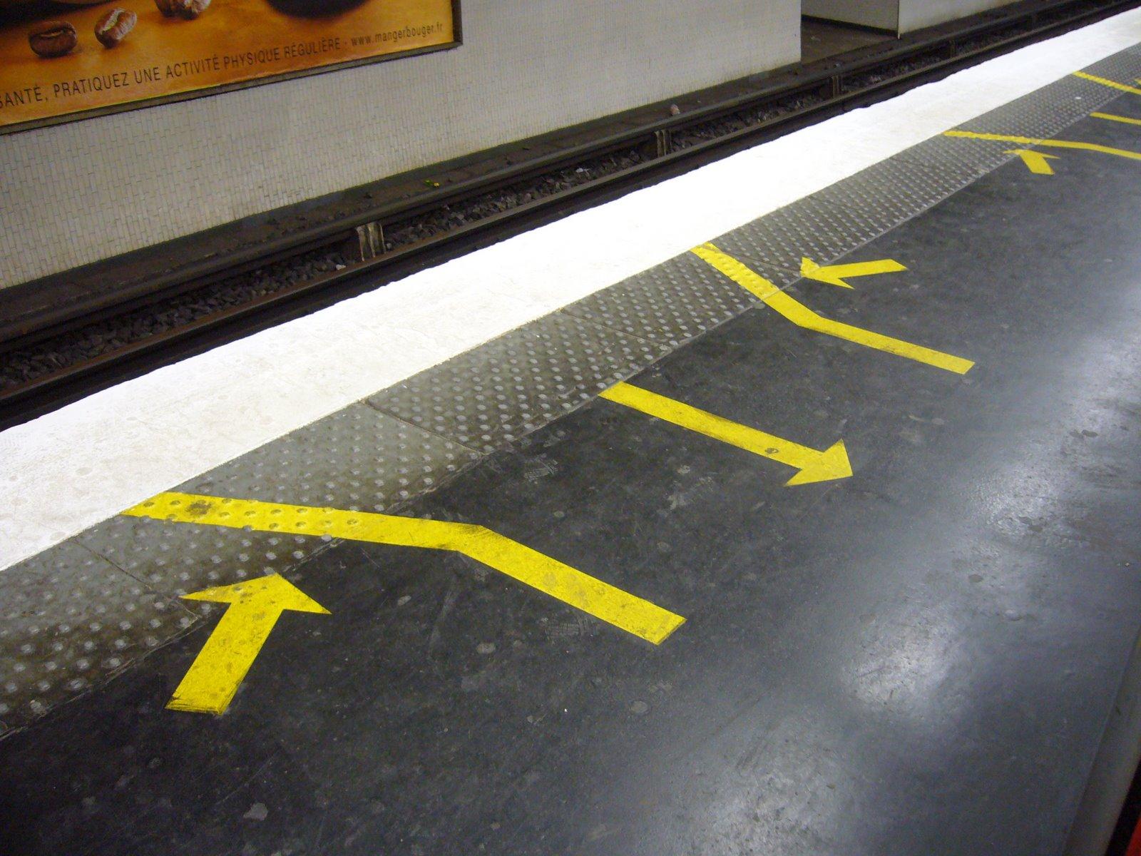 [Metro_Paris_-_Ligne_13_-_Station_Invalides.jpg]