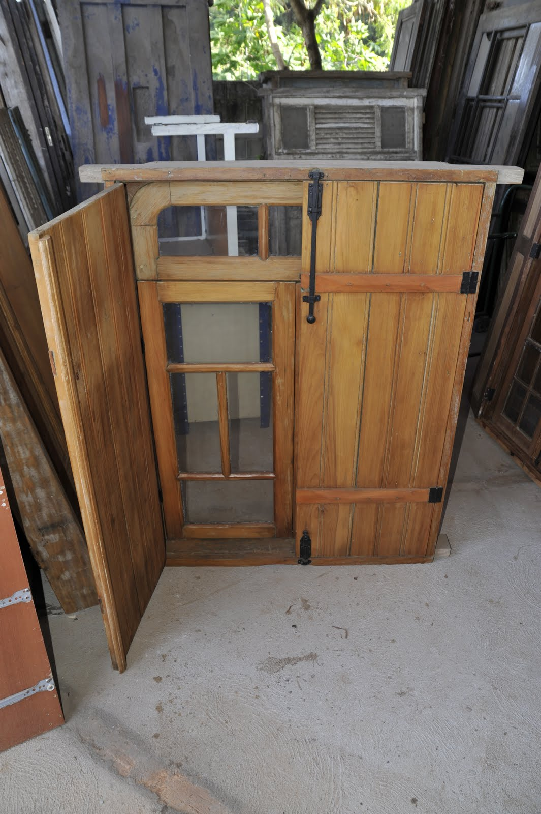 #8E6C3D Compra e Venda de porta e janelas antigas. 1252 Portas E Janelas Em Madeira De Lei