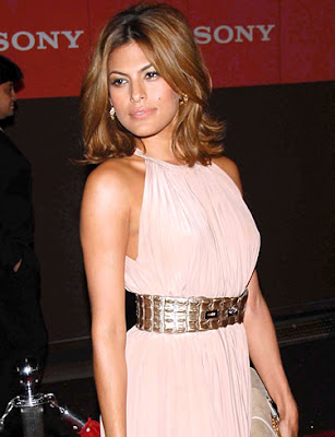 Perhaps one Eva Mendes' favorite hairstyles, is blonde highlights streaking